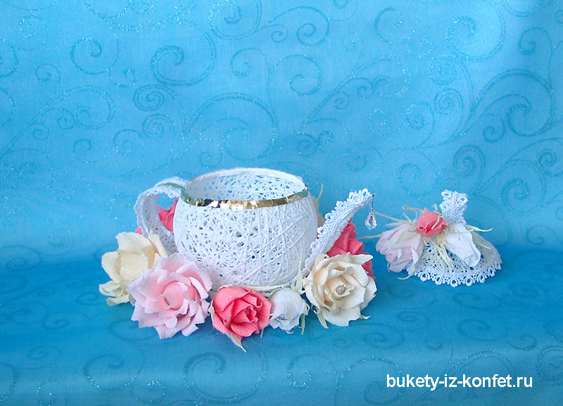 buket-iz-konfet-chajnik-foto-18