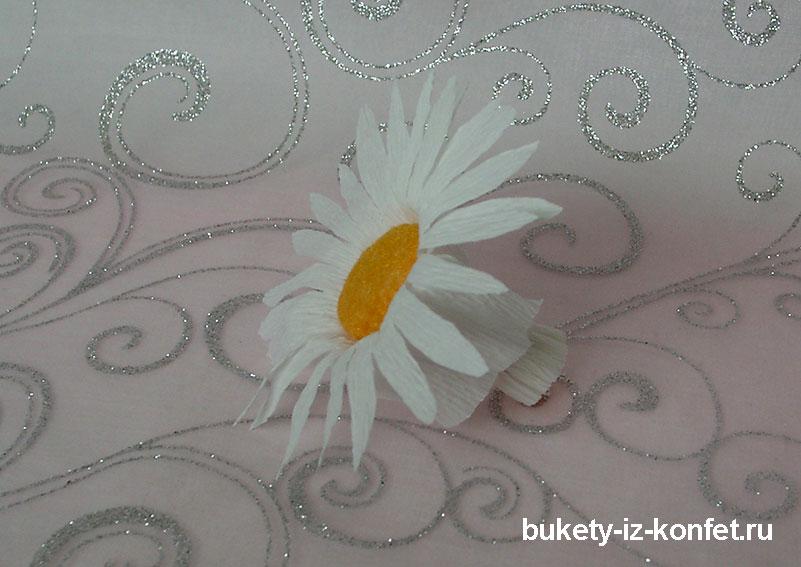 romashka-iz-gofrirovannoj-bumagi-7