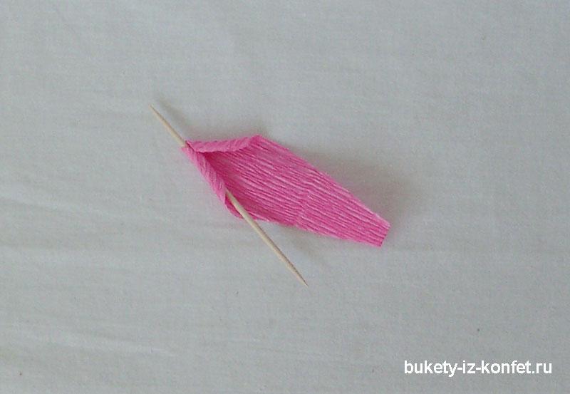 roza-iz-gofrirovannoj-bumagi-11