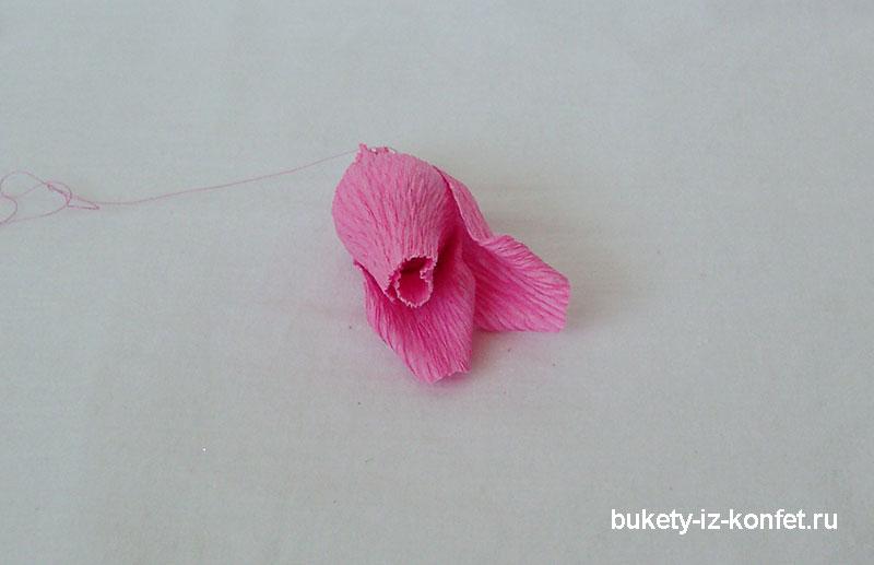 roza-iz-gofrirovannoj-bumagi-22