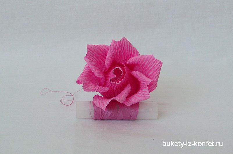 roza-iz-gofrirovannoj-bumagi-24
