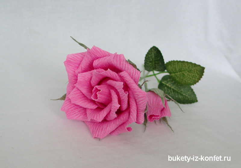 roza-iz-gofrirovannoj-bumagi-svoimi-rukami