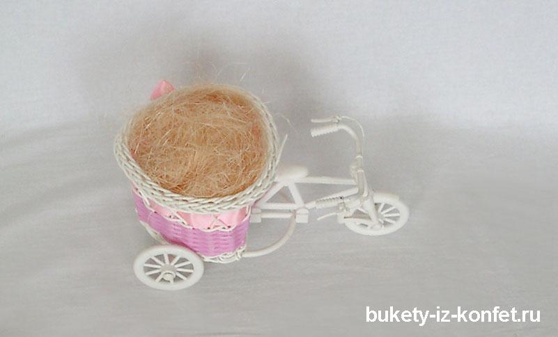 buket-iz-konfet-sladkaya-povozka-04