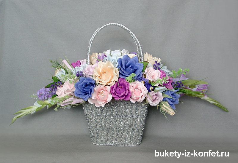 buket-roz-iz-konfet-02