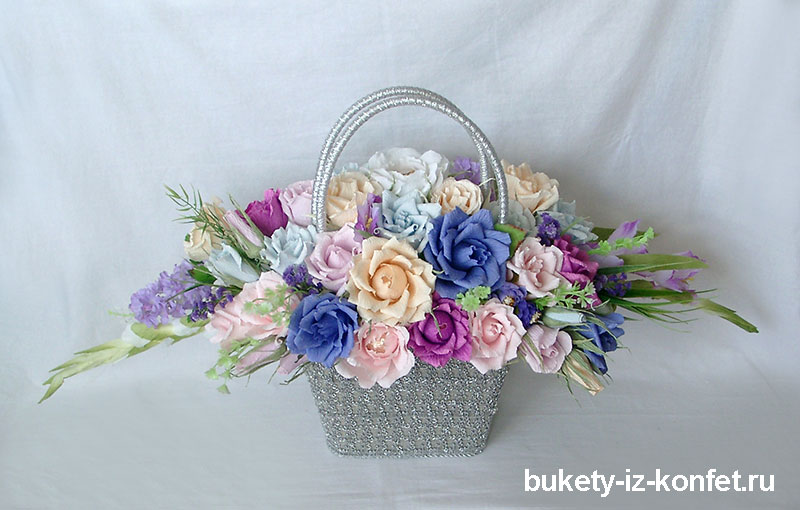 buket-roz-iz-konfet-04