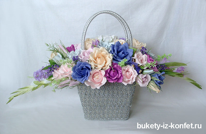 buket-roz-iz-konfet-05