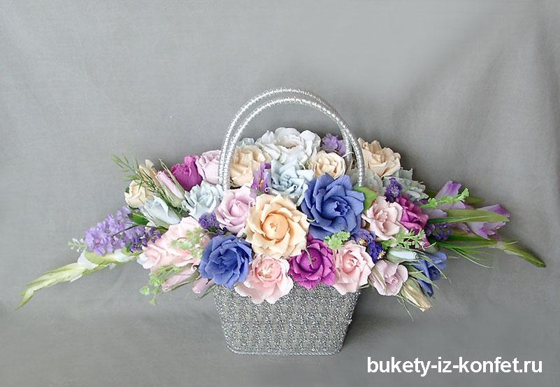 buket-roz-iz-konfet-11