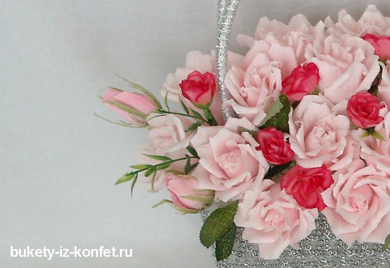 korzina-s-rozami-iz-konfet-foto-12