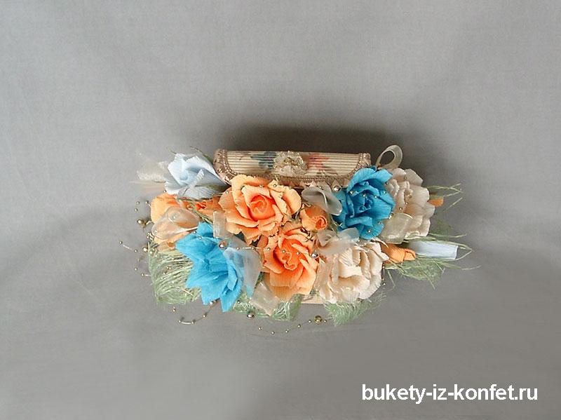 shkatulka-so-cvetami-iz-konfet-01