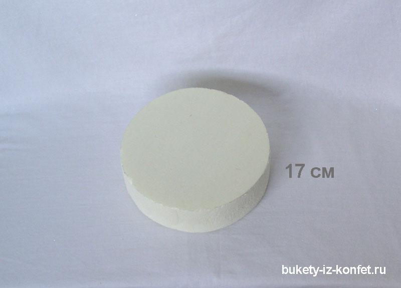svadebnyj-tort-iz-konfet-03