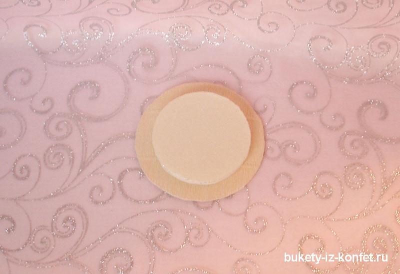 svadebnyj-tort-iz-konfet-12