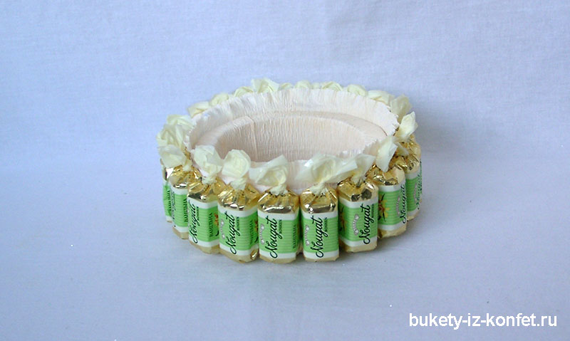 svadebnyj-tort-iz-konfet-17