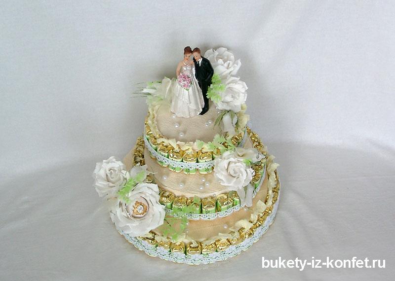 svadebnyj-tort-iz-konfet-20