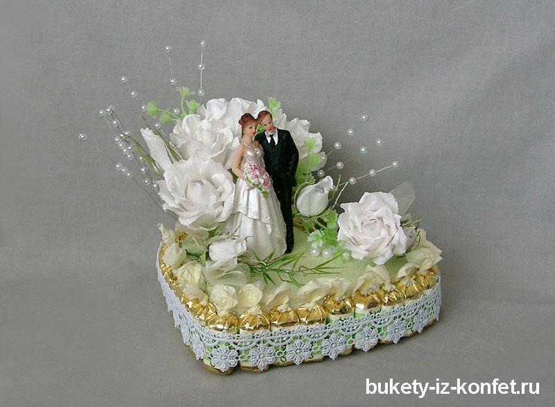 svadebnyj-tort-v-vide-serdtsa-11