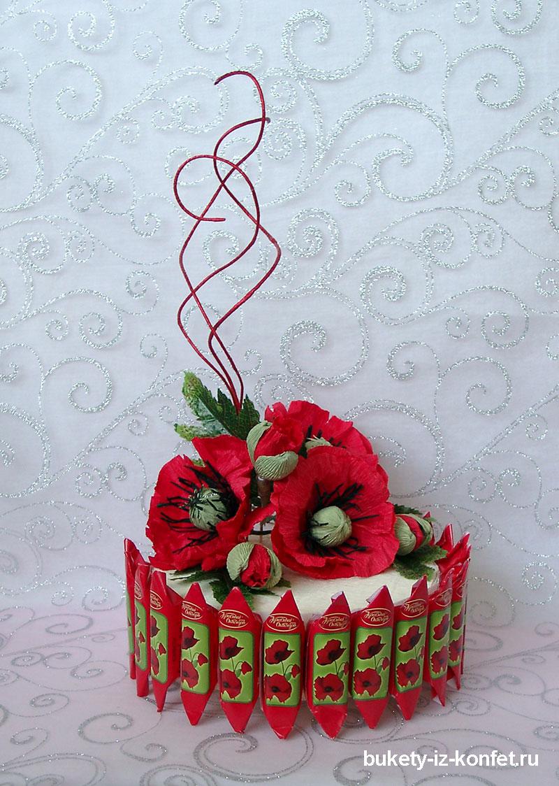 Торт из конфет Красные маки