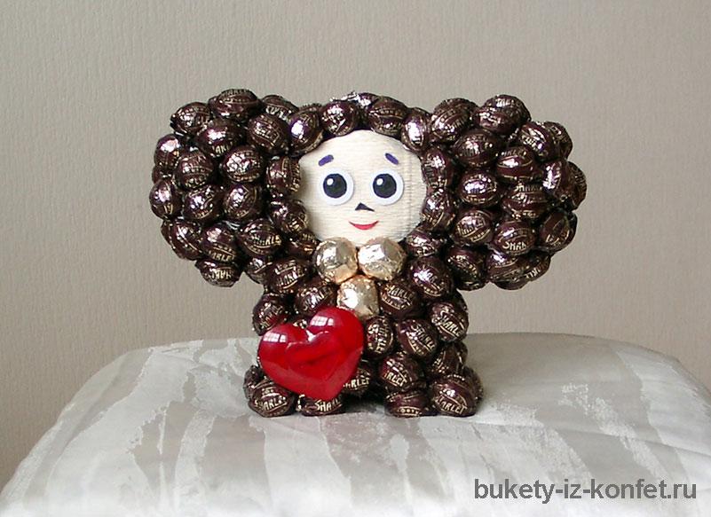 Чебурашка из конфет