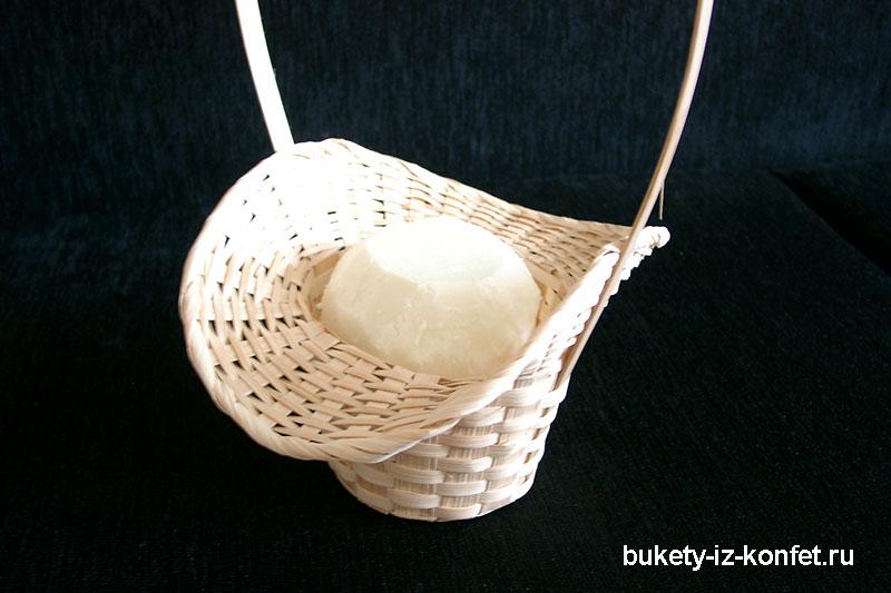 buket-iz-konfet-rozy-02