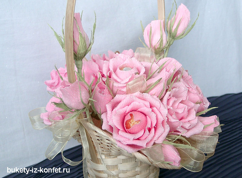buket-iz-konfet-rozy-14