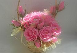 Розы из конфет своими руками в корзине