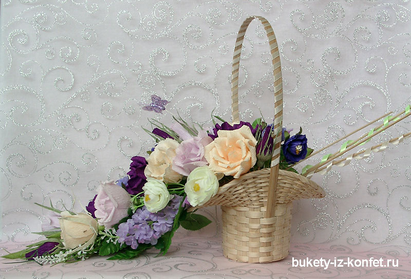 buket-iz-konfet-v-korzine-12