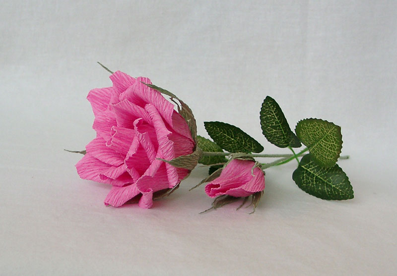 roza-iz-gofrirovannoj-bumagi-02