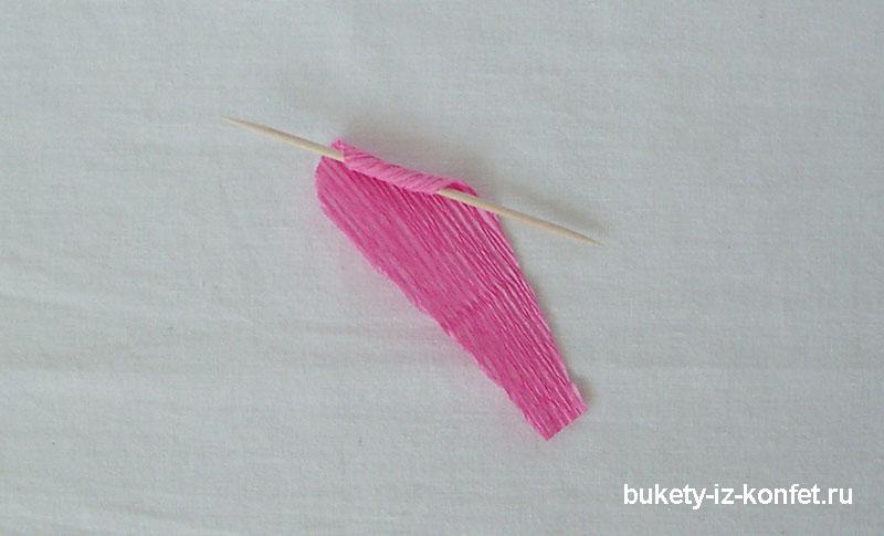 roza-iz-gofrirovannoj-bumagi-10