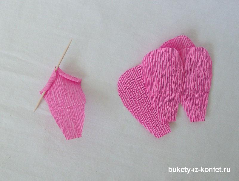 roza-iz-gofrirovannoj-bumagi-16