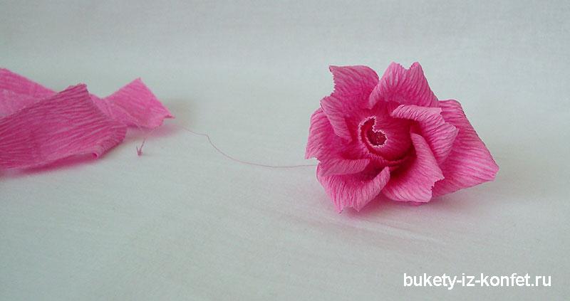 roza-iz-gofrirovannoj-bumagi-25
