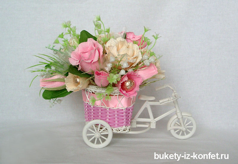buket-iz-konfet-sladkaya-povozka-05