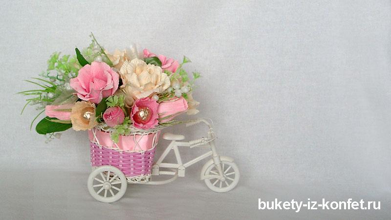 buket-iz-konfet-sladkaya-povozka-10