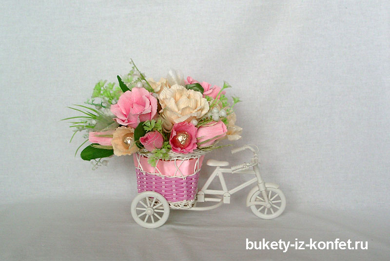 buket-iz-konfet-sladkaya-povozka-11