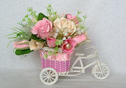 Конфетно-цветочный букет «Сладкая повозка»