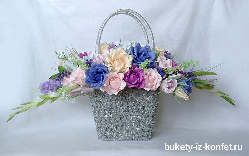 buket-roz-iz-konfet-01