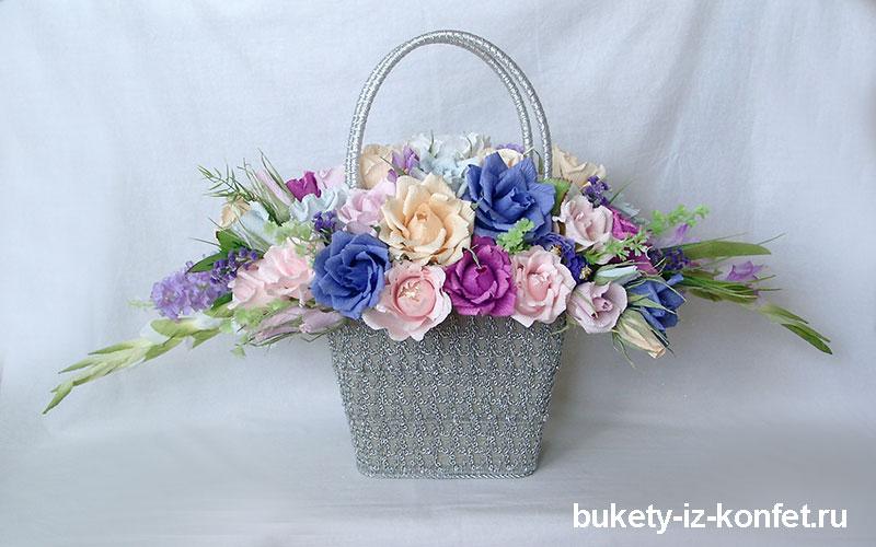 buket-roz-iz-konfet-14