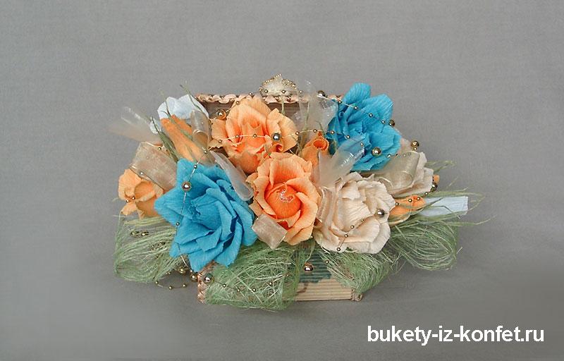shkatulka-so-cvetami-iz-konfet-05