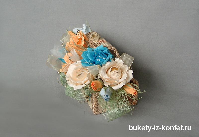 shkatulka-so-cvetami-iz-konfet-08