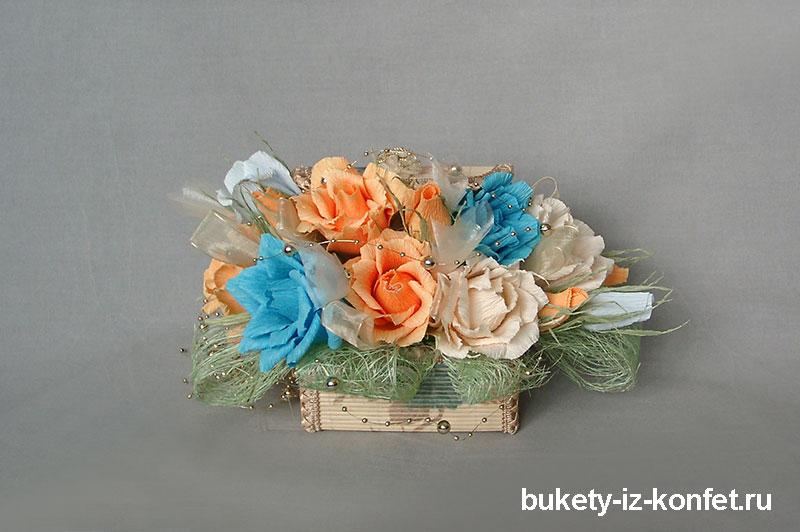 shkatulka-so-cvetami-iz-konfet-09