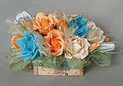 Шкатулка со цветами из конфет