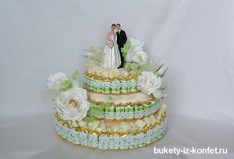 svadebnyj-tort-iz-konfet-18