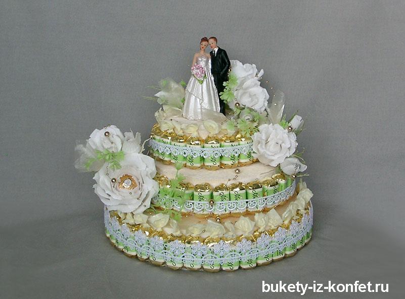 svadebnyj-tort-iz-konfet-23