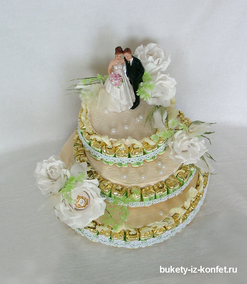 svadebnyj-tort-iz-konfet-24