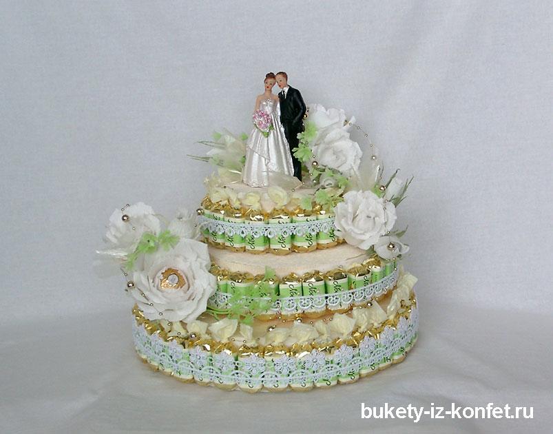 svadebnyj-tort-iz-konfet-27