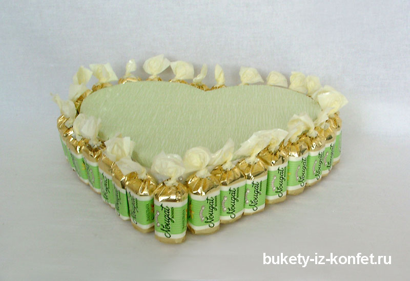 svadebnyj-tort-v-vide-serdtsa-04