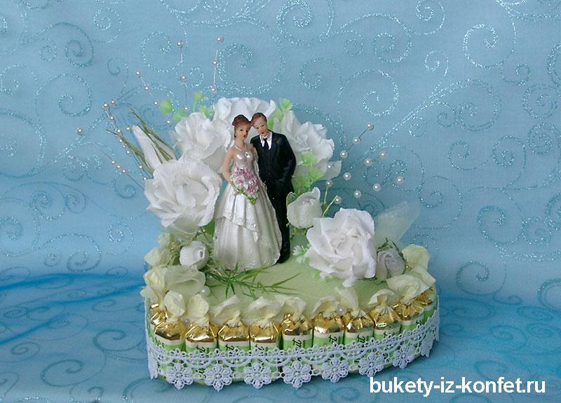 svadebnyj-tort-v-vide-serdtsa-05