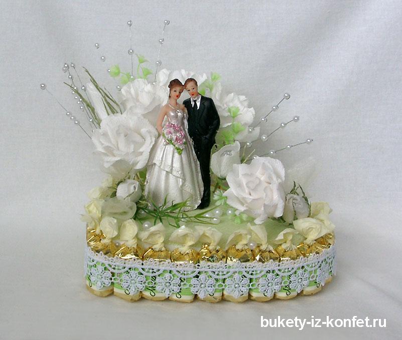 Свадебный торт в виде сердца фото