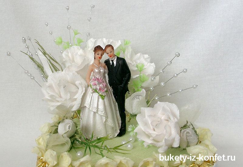 svadebnyj-tort-v-vide-serdtsa-09