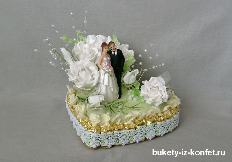 svadebnyj-tort-v-vide-serdtsa-10