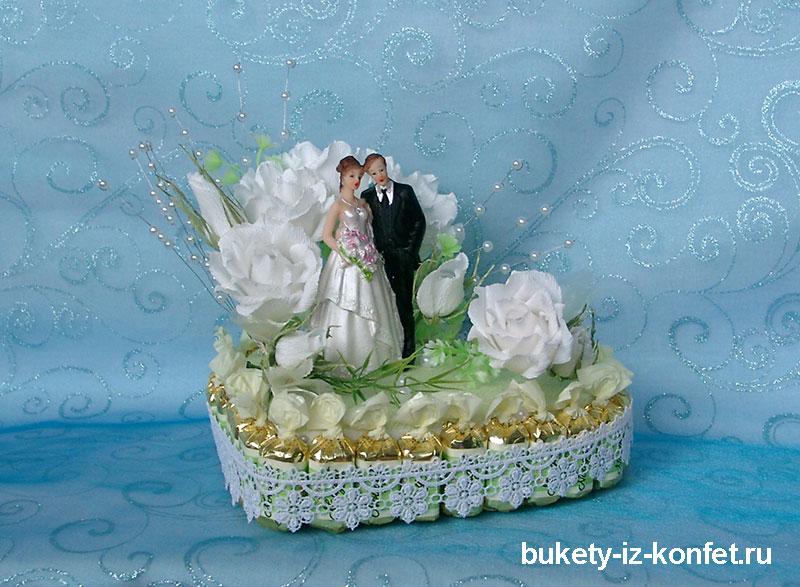 svadebnyj-tort-v-vide-serdtsa-14