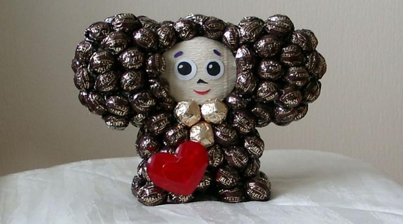 Чебурашка из конфет своими руками