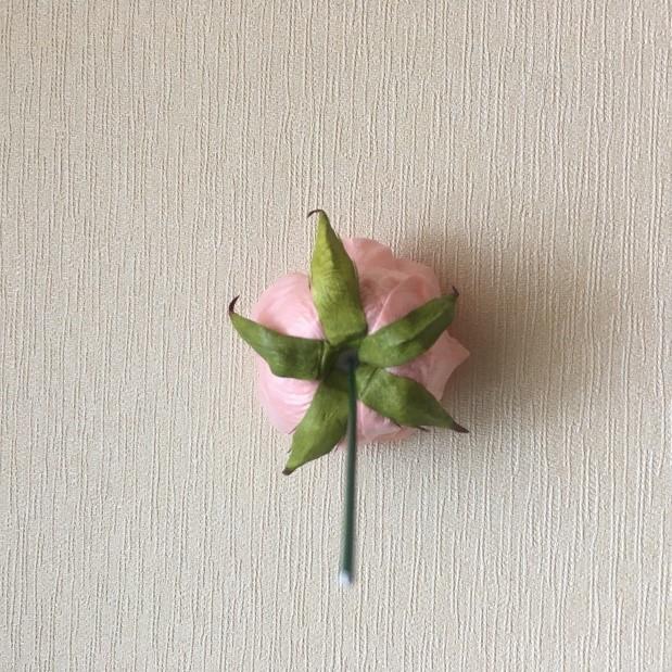 приклеиваем флористическую проволоку